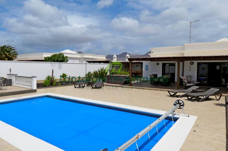 2 Bedroom villa in show house condition with private pool in Playa Blanca