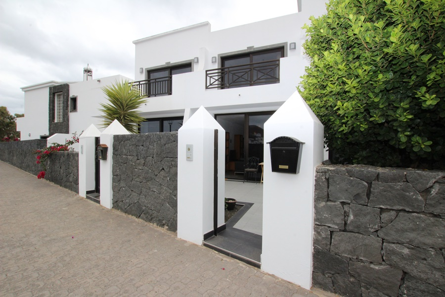 A modern, spacious 3 bedroom 2 bathroom triplex for sale in the tranquil village of Uga