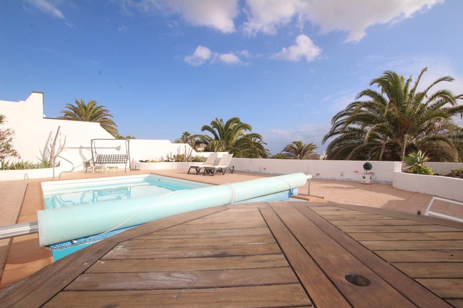Stunning 4 bedroom 3 bathroom villa for sale in Nazaret