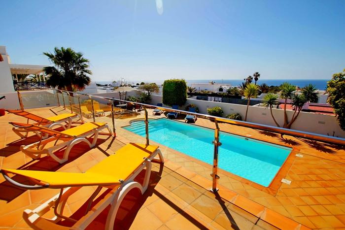 Magnificent 6 bedroom 6 bathroom villa for sale in Puerto Calero