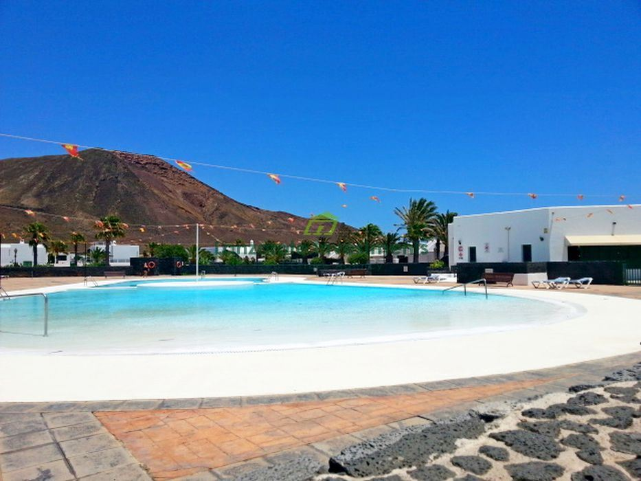 Immaculate 3 bedroom detached villa for sale in Playa Blanca