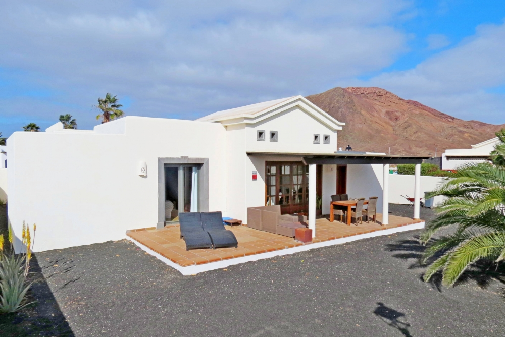 2 bedroom detached villa on gated complex in Playa Blanca