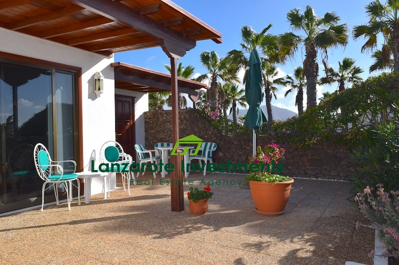 3 Bedroom Villa With Terrace and Communal Pool For Sale in Playa Blanca