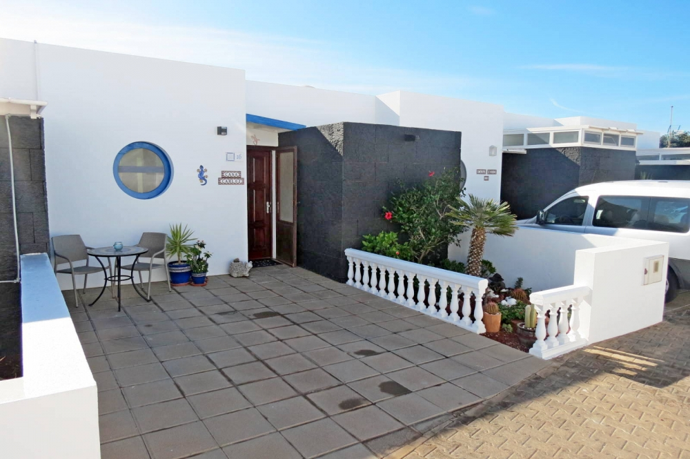 2 Bedroom bungalow newly refurbished  for sale in Playa Blanca