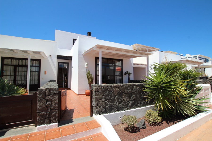 Beautiful 2 bedroom 2 bathroom apartment close to the Marina in Puerto Calero
