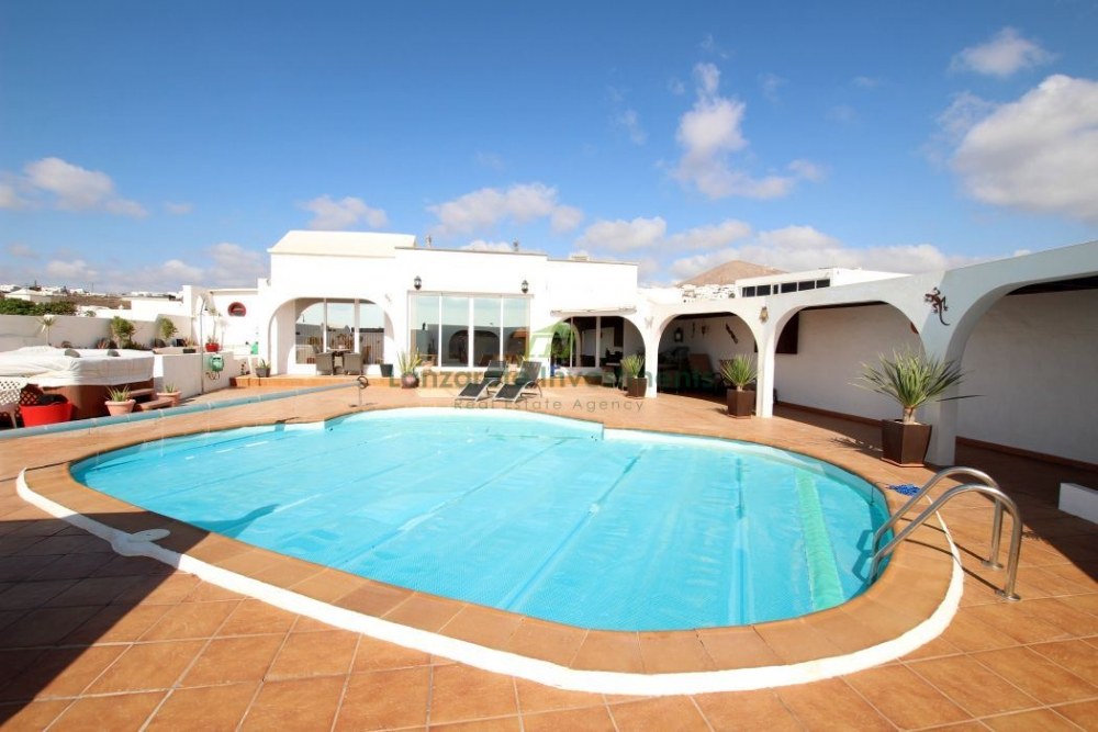 Stunning 4 Bedroom Detached Villa on the Outskirts of Tias