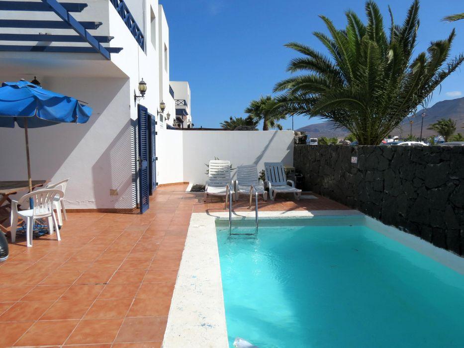 3 bedroom villa with pool in Playa Blanca