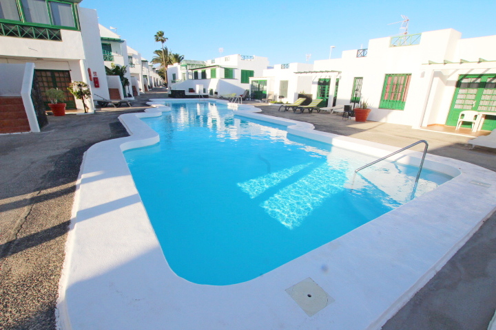Ground floor apartment with communal pool in Puerto del Carmen