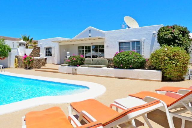 Luxury 4 Bedroom Villa With Private Pool For Sale In Playa Blanca