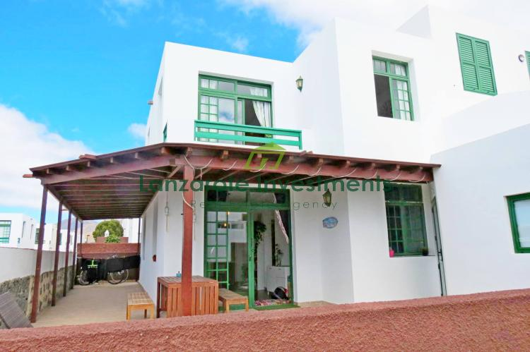 Beautiful 3 bedroom villa for sale with communal pool