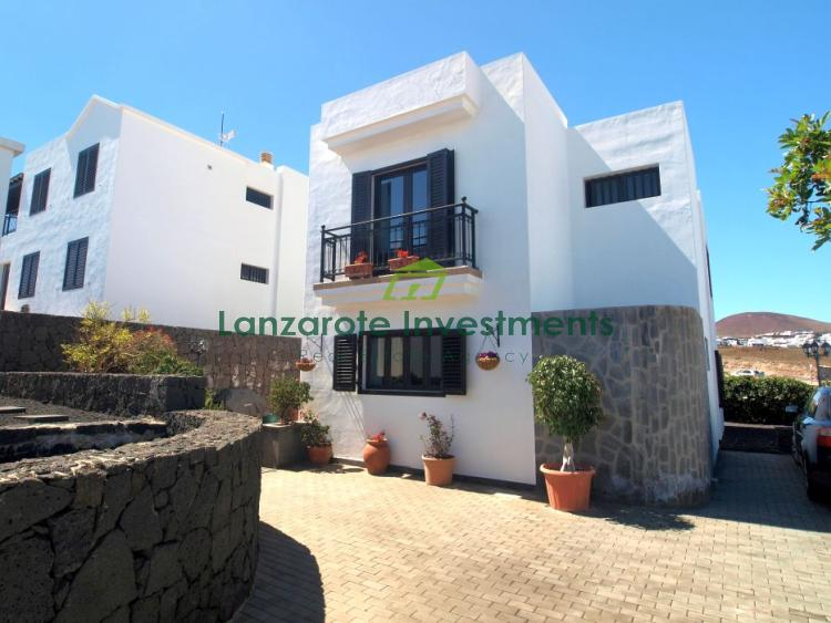 Lovely detached house with three bathrooms and fantastic views in Tias, for sale
