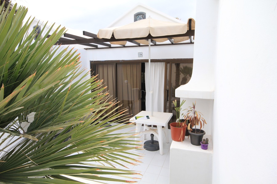 Studio apartment on front line complex in Costa Teguise