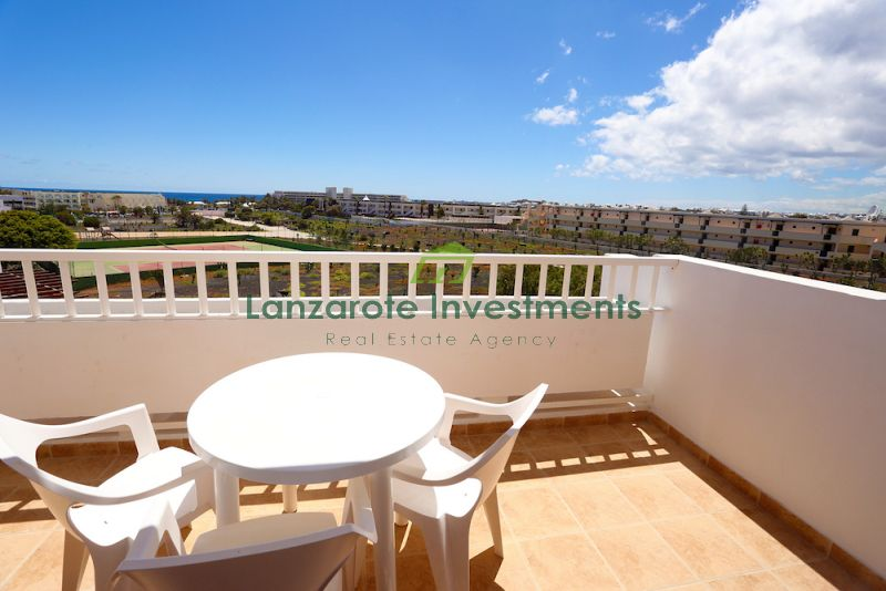 Top Floor Apartment with Sea Views in Costa Teguise