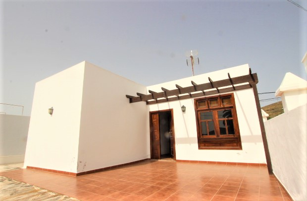 2 Bedroom house with spacious garden for sale in Haria