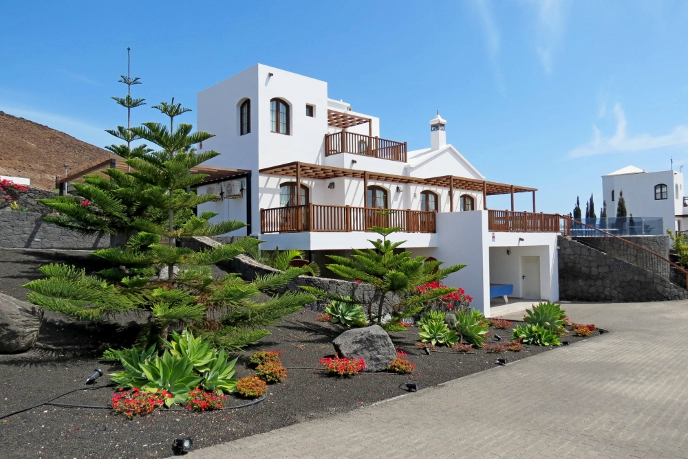 5 Bedroom villa with extensive sea views for sale in Playa Blanca