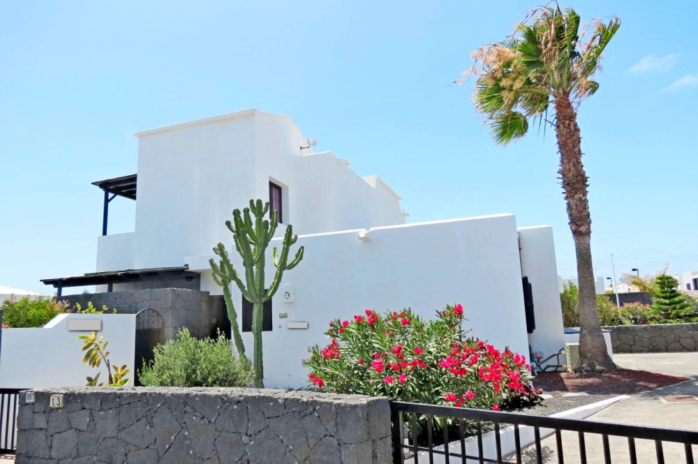 Lovely semi detached villa with sea views for sale in Playa Blanca