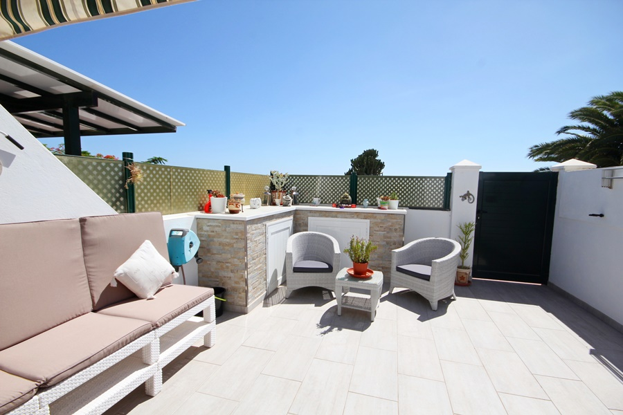 Fully refurbished 1 bedroom duplex with amazing views for sale in Costa Teguise