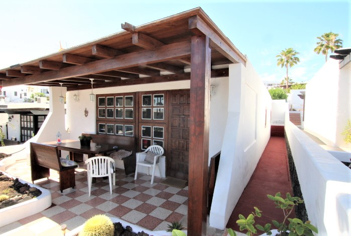 Beautiful 2 bedroom bungalow for sale with communal pool in Puerto del Carmen