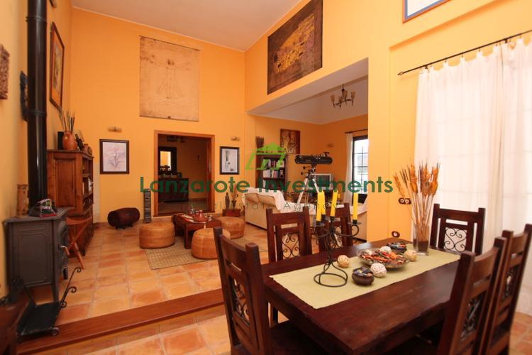 Excellent 3 Bedroom Villa in the Quiet Village of Los Valles