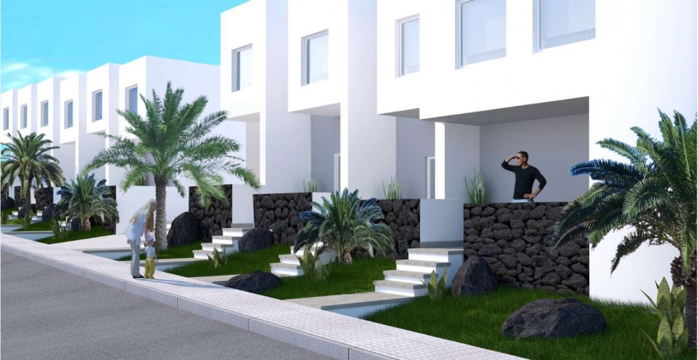BRAND NEW 3 bedroom houses - 300 metres to Playa Bastian Beach