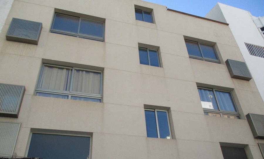 Top floor duplex apartment conveniently located in Arrecife center
