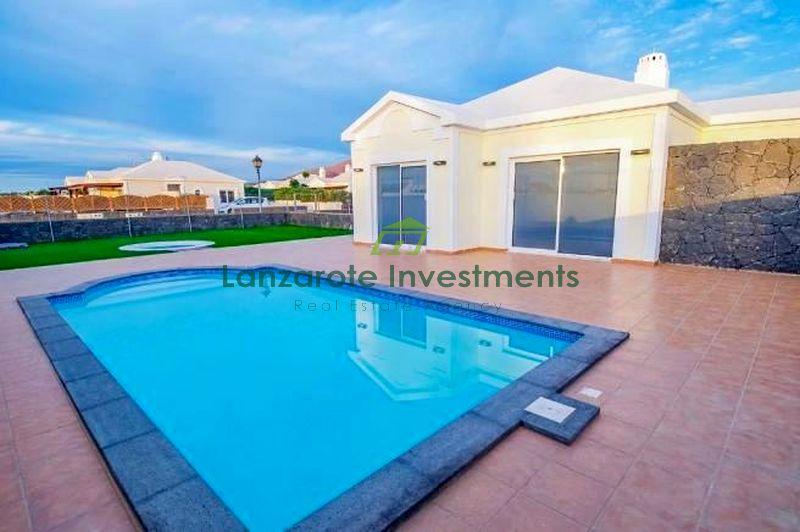 Modern Newly Finished Villa in Playa Blanca