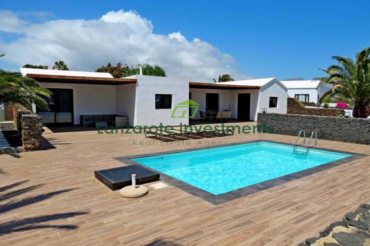 4 Bedroom Villa With Sea Views and Private Pool For Sale in Playa Blanca