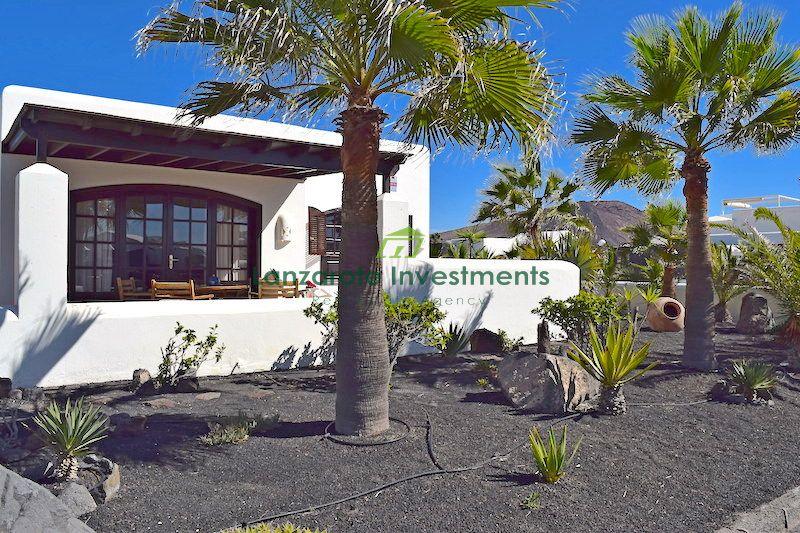 2 Bedroom detached south facing villa with sea views in Playa Blanca