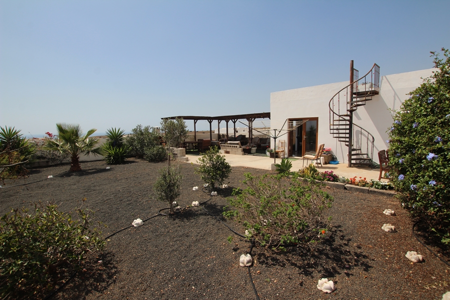 Detached villa with amazing views on the outskirts of Guime