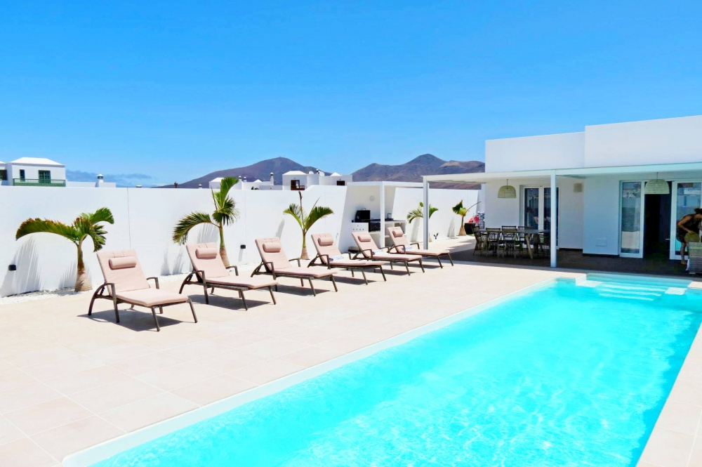 New build !  Modern 3 Bedroom Villas with private pool in Playa Blanca