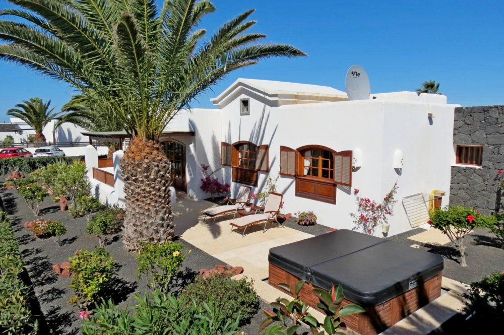 2 Bedroom detached bungalow in sought location in Playa Blanca