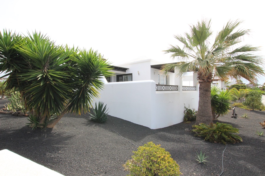 Lovely 2 bedroom detached bungalow with annex studio in Playa Blanca