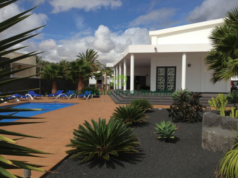 Large Family 4 Bedroom Villa in Costa Teguise