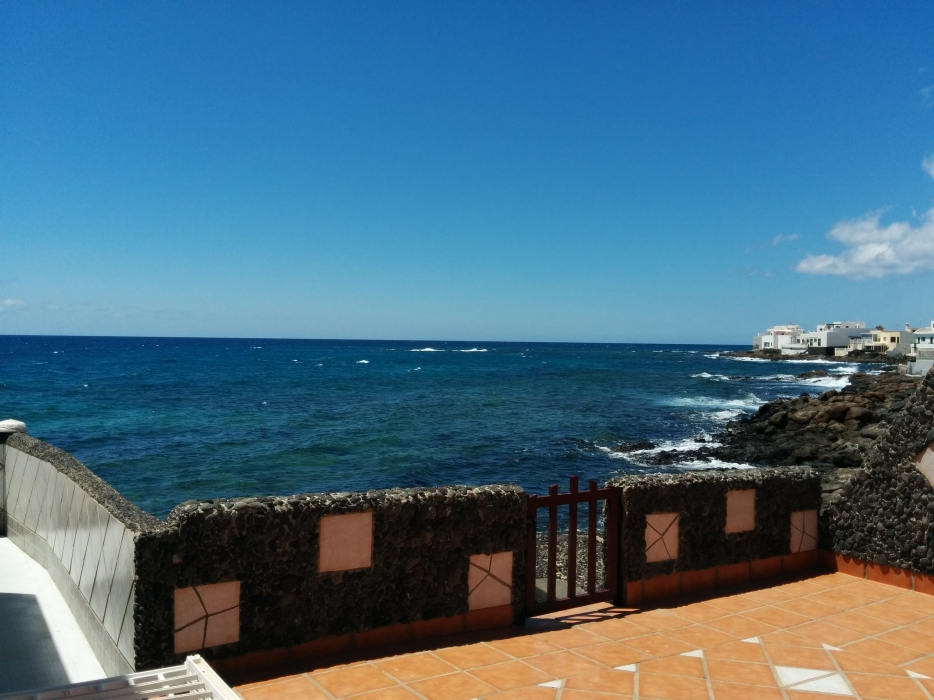Detached 3 bedroom bungalow next to the sea in Costa Teguise