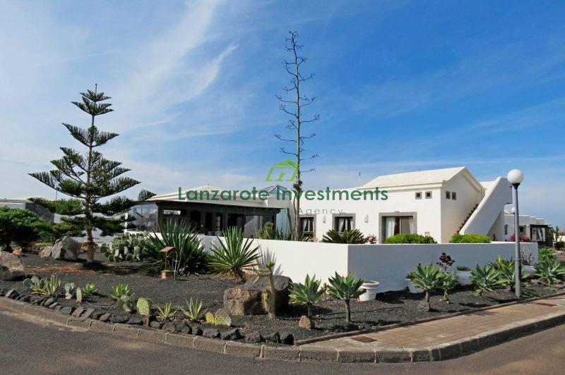 3 Bedroom sea facing detached villa for sale in Playa Blanca