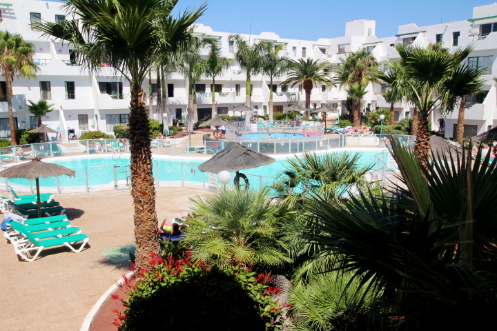 Generous 1 bedroom apartment with sea views in the heart of Puerto Del Carmen
