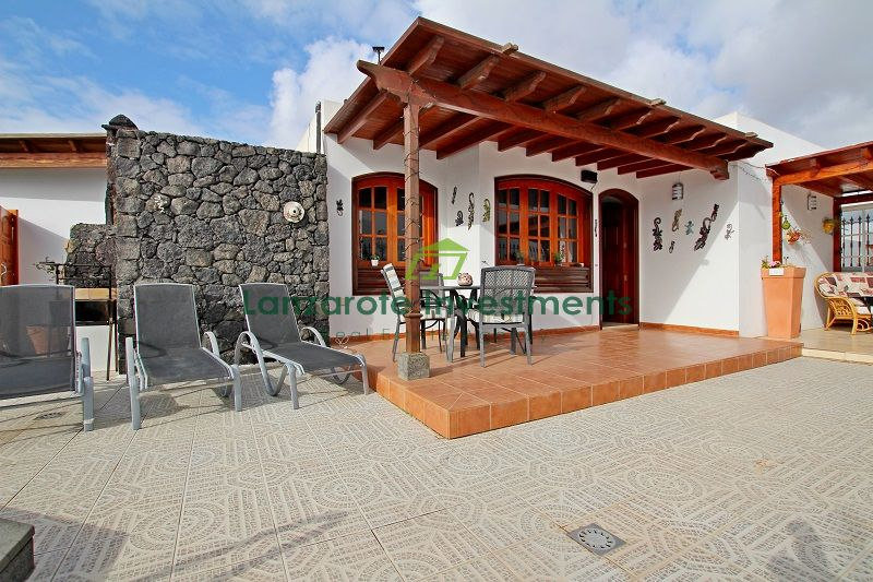 3 Bedroom 2 bathroom Villa ideally located in a sought after area of Puerto Del Carmen