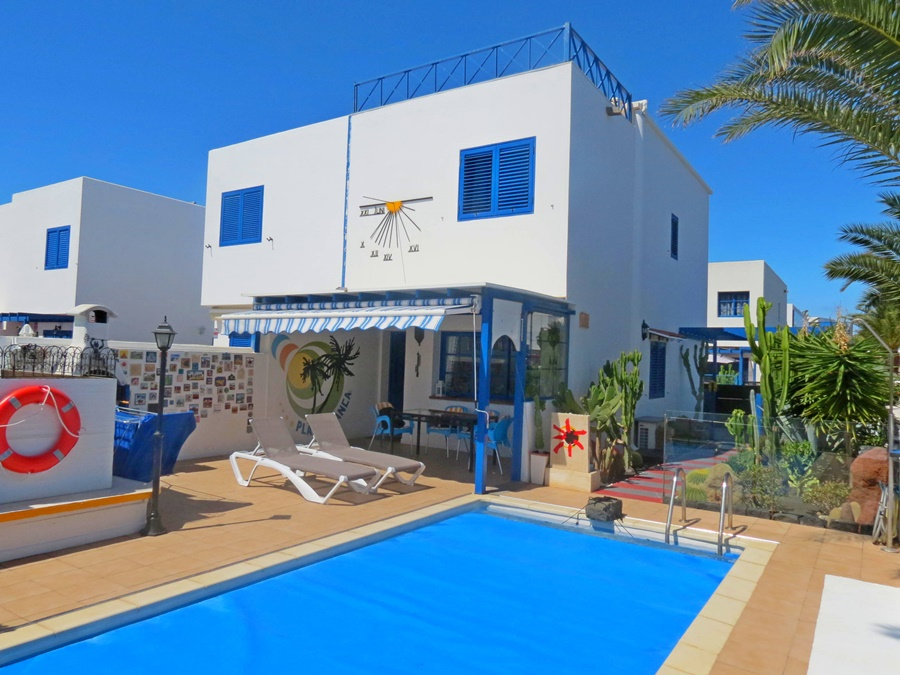 2 bedroom villa with private pool close to the Marina Rubicon in Playa Blanca