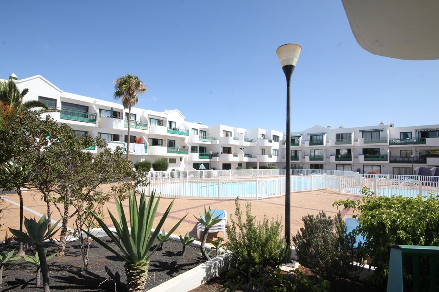 1 Bedroom apartment with pool views for sale in Costa Teguise