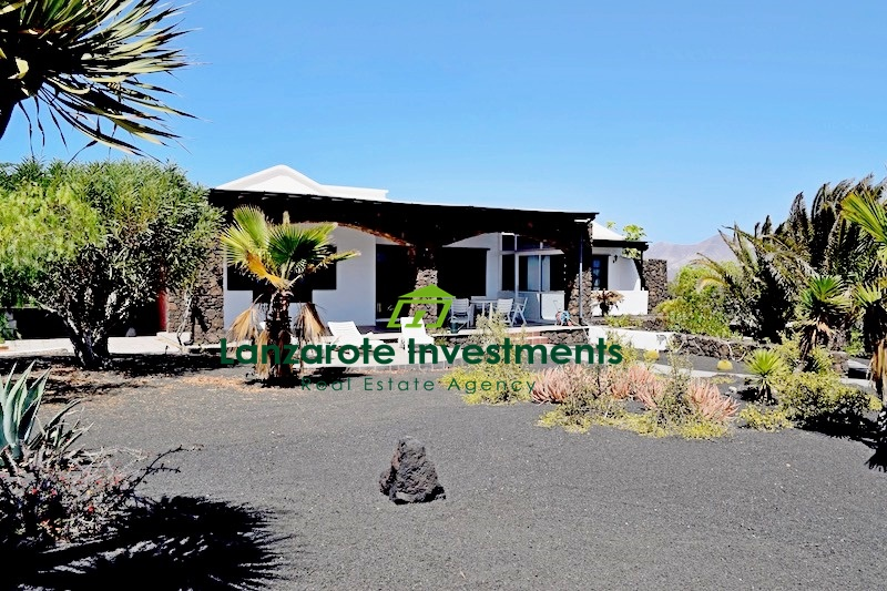 Charming spacious 3 bedroom villa with traditional touch in Playa Blanca
