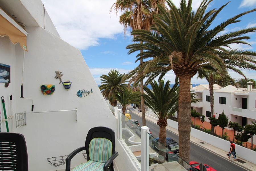 Top floor 1 bedroom apartment with partial sea views in Puerto del Carmen