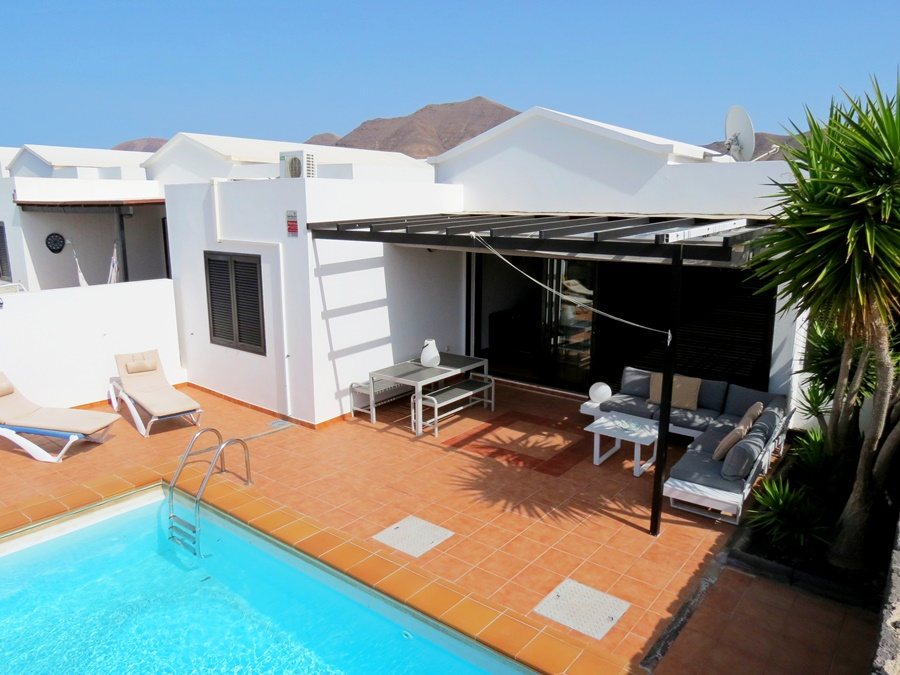 TOURIST LICENCE - Villa with private pool & sea views in Playa Blanca