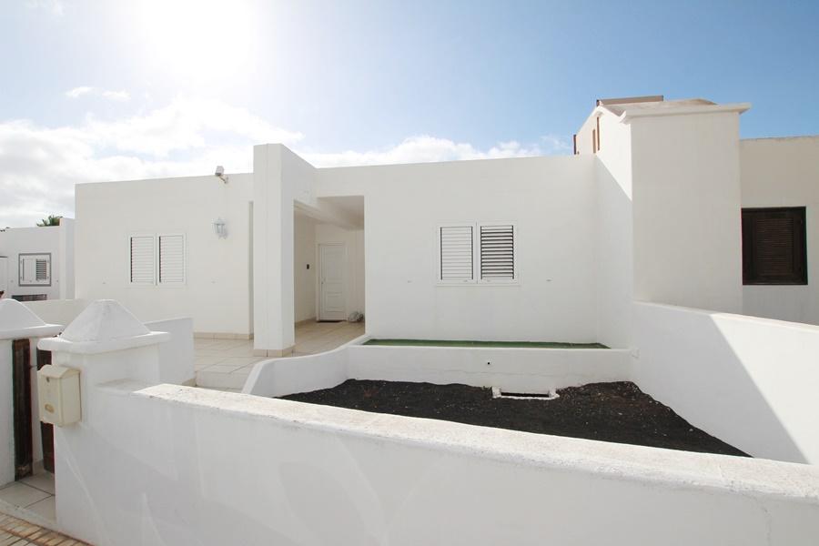 2 Bedroom terraced bungalow in an ideal position in Puerto Del Carmen