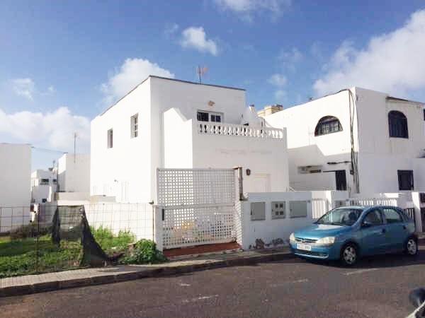 3 Bedroom 1 bathroom ground floor apartment for sale in Playa Honda