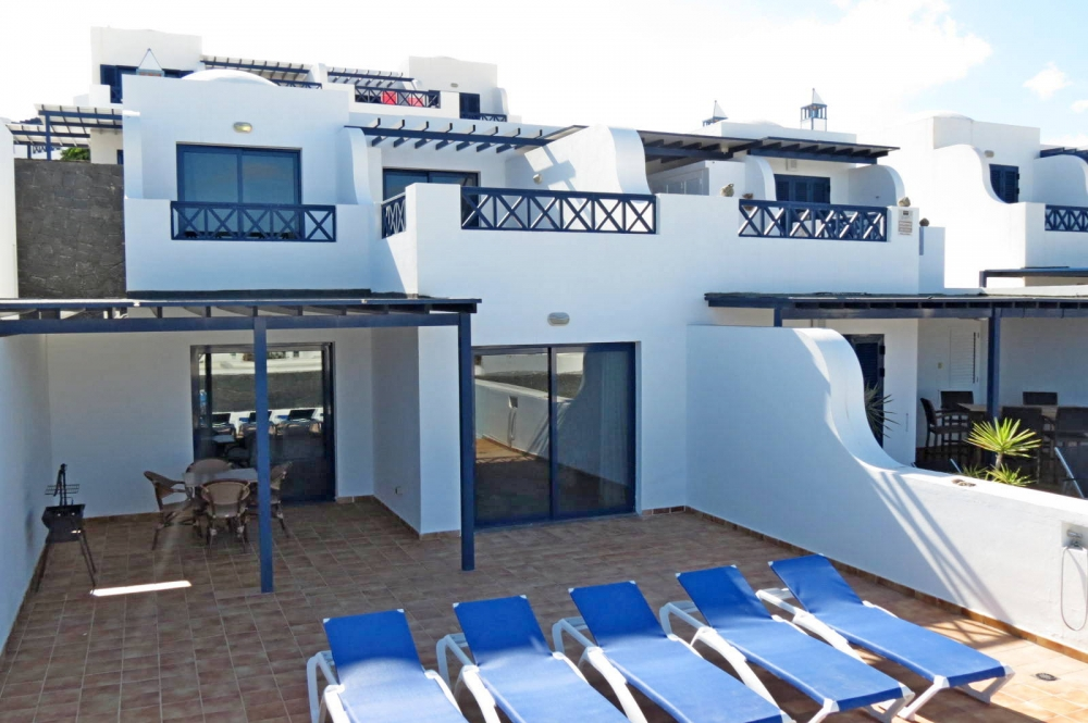 Opportunity ! 3 bedroom duplex with extensive sea views in Playa Blanca
