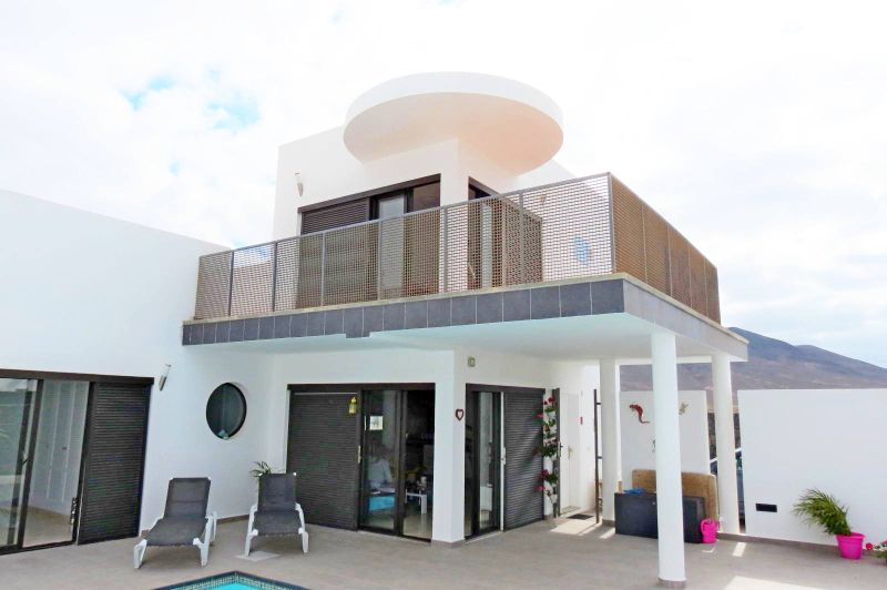 3 Bedroom villa with Touristic License & large private pool for sale in Playa Blanca
