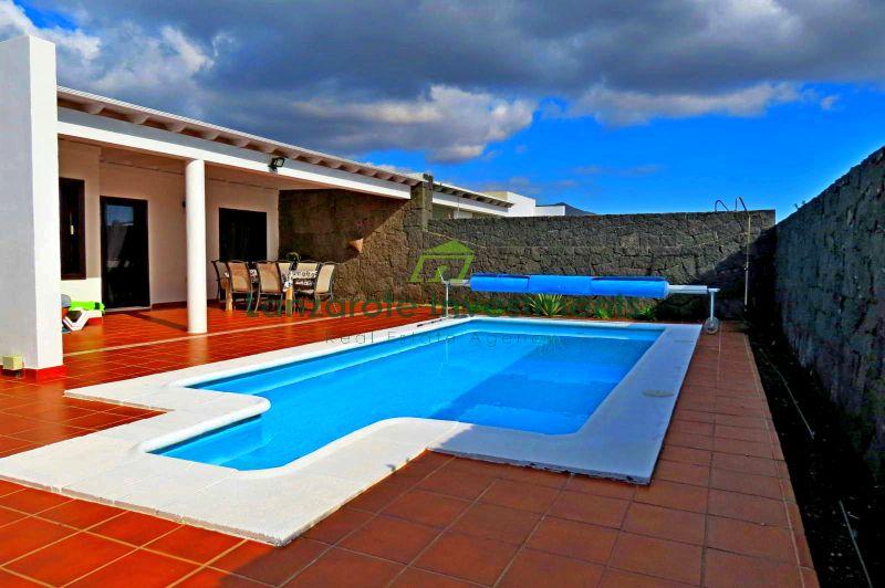 Beautifully Presented 3 Bedroom Semi Detached Villa in Playa Blanca.