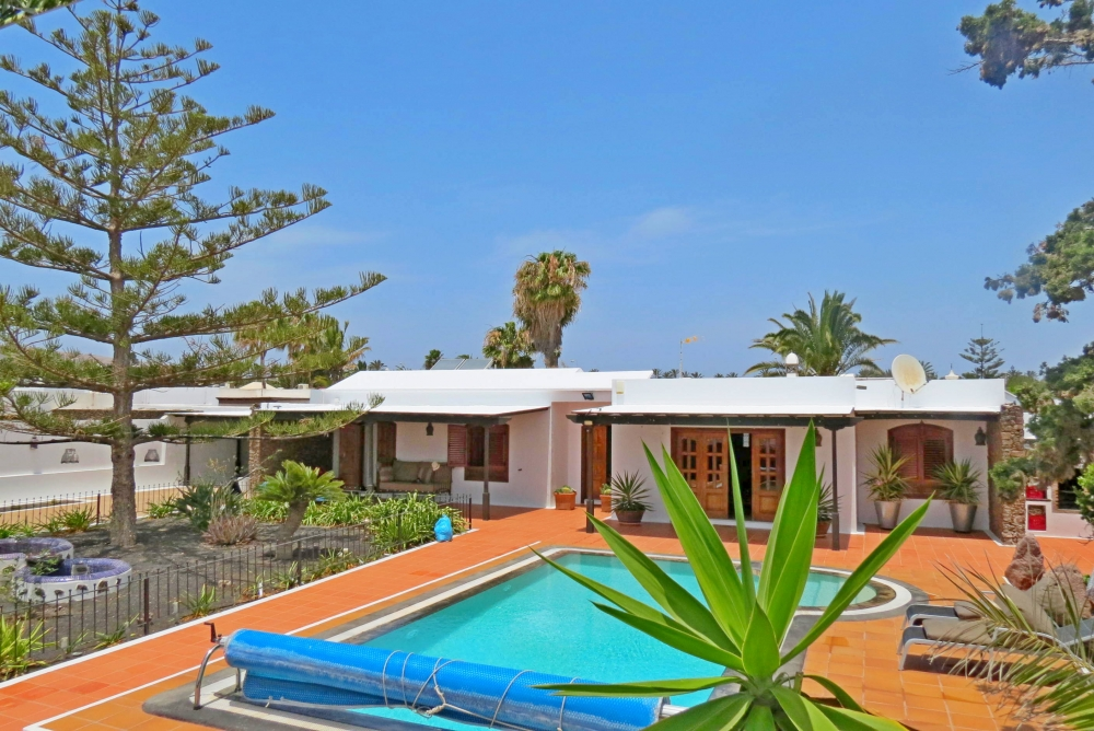 Impressive! 5 Bedroom 4 bathroom detached villa in Los Calamares, Playa Blanca