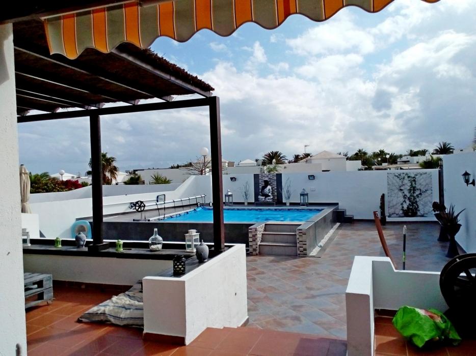Beautiful 2 bedroom semi detached ideally located villa in Playa Blanca