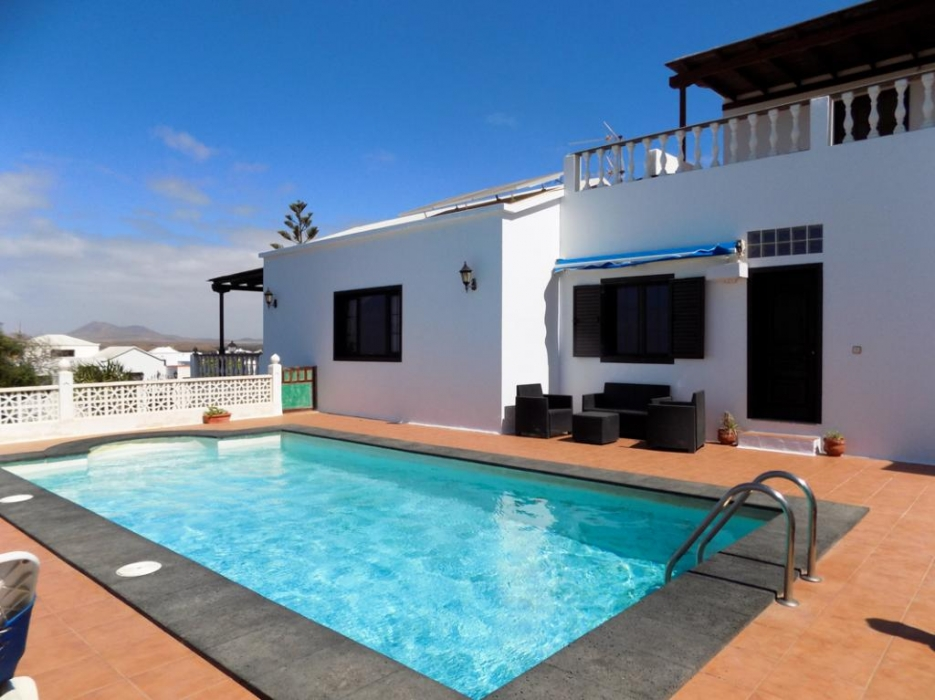 4 Bedroom 2 bathroom detached villa with private pool in Tahiche